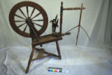 Flax spinning wheel